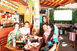 José Vicente Barbosa e a namorada Helena Rosa, e os enteados Rafael e Milena Rosa Lopes