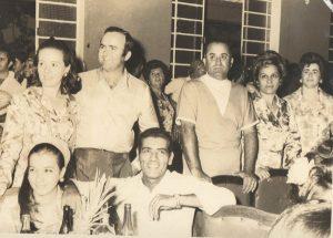 """Foto do ano de 1966, do Baile da Balança, promovido pelo Lions Cube de Ituverava, na Associação Atlética Ituveravense. (1 e 2) Antônio Sebastião Cordaro e Trajovina Bejomar Borges Cordaro, (3  e 4) Salvador Cordaro Cruz, que foi prefeito de Ituverava, e Maria de Lourdes Ribeiro Cordaro, (5) Luzia Cordaro Araújo, casada com Renato Araújo e ( 6 e 7) José Francisco Borges  Júnior (""""Zé Preto"""") e Guilhermina Ribeiro de Matos Borges (""""Zizinha"""")"""