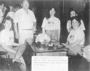 Foto de 1991, das festividades dos 50 anos da agência do Banco do Brasil de Ituverava.  (1) o comendador Takayuki Maeda, que era presidente do Grupo Maeda, era recepcionado pelos funcionários: (2) Regina Lúcia dos Santos Bernardes, (3) Mary Toyoda, (4) Maria Sueli Correa Mariano Bucker e (5) Sebastião Pereira de Souza.