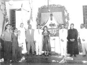 Foto de uma comemoração religiosa na prefeitura de Ituverava, na administração de João Athayde de Souza, mandato 1956/1959. (1) e (2) o prefeito João Athayde de Souza e a primeira-dama Julieta Valize de Souza, (3) o comandante do TG 0226 de Ituverava, o então sargento Washington de Souza Gomes, hoje capitão da reserva (4) e (5) não identificados, (6) e (7) os padres Dario de Romenedie e Osório Araújo de Lima, (8), (9) e (10) os vereadores Alfredo Cardoso Pimenta, José Antônio Salgado e Adhemar Cassiano