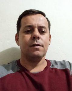"""""""Sou a favor, pois as pessoas dão duro para trabalhar legalmente e com essa concorrência sem fiscalização nenhuma, o comerciante acaba desistindo do seu negócio. Em contrapartida, os que não pagam impostos estão lucrando"""".  Leonildo dos Santos Carvalho, 42 anos, mecânico"""