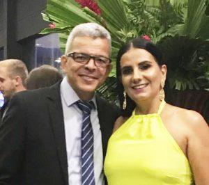 Fabiana Fabiana Lima Araújo, casada com o radialista Luiz Araújo, comemora anivesário dia 25 de maio. Ela recebe os parabéns do esposo,dos familiares e amigos