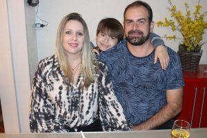 Elton Réu/Léia e o filho Tiago Réu