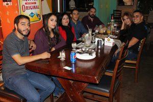 Yuri Oliveira, a namorada Pâmela Alves, Adriana Lima, com o filho Hudson Lima, que comemora 20 anos, Douglas Cruz, Henrique Lunardi e a namorada Kemily Oliveira