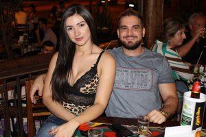 Luís Eduardo Olszeuski e a namorada Camila Atália