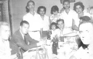 """Foto da inauguração da energia elétrica em São Benedito da Cachoeirinha, conseguida pelo Brigadeiro José Vicente de Faria Lima, quando prefeito de São Paulo, entre os anos 1965 e 1968; (1) Brigadeiro José Vicente de Faria Lima, (2) o agropecuarista Manuel Inácio Barbosa (""""Inhozinho""""), (3) o agropecuarista Ayrton Alves Ferreira, (4) o vereador José Alípio Furquim Fonseca, (5), (6) e (7) o vereador José Messias da Silva a esposa Joana Hanna da Silva, e a filha Marta Solange Abdala da Silva Oliveira; (8) Diná (esposa do cabo Ademar,  (9) José Alves de Oliveira e (10) Naima Abdalla de Oliveira"""