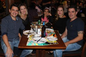 Marcelo Araújo/Laís Souza, Gustavo Araújo/ Jordana Lorena e a filha Beatriz Araújo