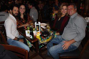 Vandim Augusto e a namorada Lilian Alves, Wilder Gomes e a namorada Maria Sisto