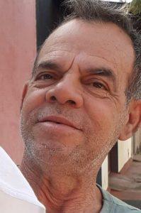 ÉLCIO OSMIR TIRELLI MIRANDA Faleceu aos 62 anos, dia 5 de setembro, o carteiro aposentado Élcio Osmir Tirelli Miranda, viúvo de Cristina dos Reis Miranda. São seus filhos Éricson Reis Tirelli Miranda; Verônica Reis Tirelli Miranda de Sá, casada com Sidimar Carvalho de Sá; Ligianara Reis Tirelli Miranda e netos Kauã, Heitor e Roberta. Ele é filho de José Miranda e Lourdes Tirelli Miranda (ambos falecidos) e são seus irmãos Élvio Tirelli Miranda (in memoriam), Ézio Tirelli Miranda, Lígia Maria Tirelli Miranda Costa e Ligese Aparecida Tirelli Miranda.