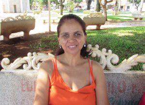 """""""Acho que o desemprego é uma das causas que mais influenciam na inadimplência, pois se a pessoa não trabalha não tem como pagar as dívidas. No meu caso, para evitar este problema, sempre faço economia, se não posso comprar, não compro, é assim que evito gastar acima do limite"""".  Dulcineia Emerenciano Santos Maia, 45 anos, auxiliar de atendimento"""