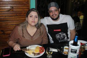 Rodrigo Thales e a  namorada Karen Travizan