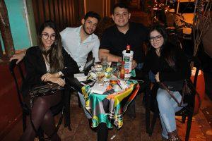 Lucas Paiva e a namorada Marília Oliveira, Ricardo Caieiro e a namorada Hayumi Sales