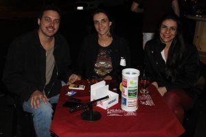 Thiago Menezes e a namorada Liane Luchesi e a cunhada Érica Luchesi