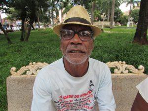 """""""O 13° salário ajudará a todos que são aposentados, pensionistas ou trabalhadores, pois é uma renda que beneficia a todos. Vou pagar minhas contas e dar presentes de fim de ano"""".  Pedro José Cândido, 67 anos, aposentado"""