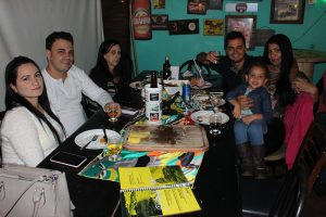 Anderson Lima/Érica Rodrigues da Silva Lima, Douglas Lima/Luana Ferraz, a filha Sophia Victória e a mãe Sandra Tótoli