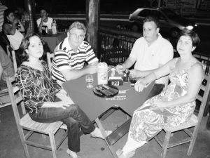 Foto do Acontece, da edição 2850, de 31 de outubro de 2009 ,da Tribuna de Ituverava, no Espeto Show. (1) e (2) Sirlésio de Paula Galdiano/Célia e (3) e (4) José Gilberto de Paula/Rita