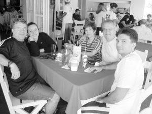 Acontece da Tribuna de Ituverava, edição 2.793, de 6 de setembro de  2008, no Restaurante Távola: Amaury Faria de Oliveira, a esposa Maria Amélia  Rodrigues de Oliveira, os filhos Amaury Filho e Juliana Faria e o esposo Saulo Biano