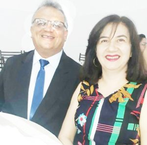 Carlos Roberto Comemora aniversário dia 11 dezembro, o empresário Carlos Roberto dos Santos, que recebe os parabéns da esposa Luciene Silveira Santos, dos filhos Eduardo  e Laura, dos familiares e amigos