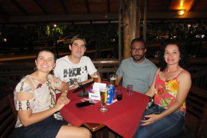 Samuel Campos/Gabriela e Alex Martins  com a namorada Gláucia Ignato