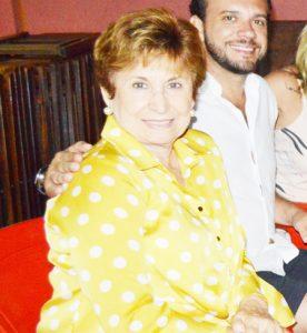 Maria Tereza Comemorou aniversário, dia 11 de novembro, Maria Tereza Pontes da Cruz Macedo. Ela recebe os parabéns do esposo João Antônio de Cruz Macedo, dos filhos,  noras, netos,  familiares e amigos