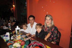 José Jackson/Viviane Monteverde  e os filhos Luno Dojas e José Dojas
