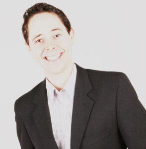 """Roberto (""""Betô) Comemora aniversário dia 10 de  março, o advogado e professor  Roberto Inácio Barbosa Filho (""""Betô"""").  Ele recebe  os parabéns dos pais Roberto Inácio  Barbosa e Maria Tereza F. Menezes  Barbosa,  dos familiares e amigos"""