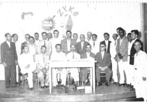 Em 1954, o médico Osvaldo Galvão Anderson, que fazia parte do corpo clínico da Santa Casa de Misericórdia de Ituverava, presidia uma reunião  no auditório da Rádio Cultura que era instalada na rua Cel. José Nunes da Silva (rua da igreja Matriz, onde hoje é o consultório do dentista Jesus Bento Anunciação). (1) Plínio Mambrim, (2) Davi Alves (por muitos anos foi funcionário da indústria de Móveis Mambrim), (3) Milton Mambrim, (4) Renato Araújo, (5) João Couto, (6) não identificado, (7) Delcides de Paula Silveira, (8) Orlando Seixas Rego, (9) Arlindo de Matos, (10) José Otaviano Galli, (11) Devanir Frederico, (12) Valdemar Melki, (13) Ecyr Alves Ferreira, (14) Francisco Mantovani, (15) não identificado, (16) Welson de Oliveira Silva, (17) Abrãozinho (era proprietário de armazém, onde hoje é o Pedrinho Peixes e Frutos do Mar no Alto da Estação), (18) Lima Carpinteiro, (19) Antônio Marcondes dos Santos, (20) Otávio Mambrim, (21) José Antônio Salgado, (22) não identificado, (23) Osvaldo Galvão Ânderson, (24) não identificado, (25) José Ferreira de Assis