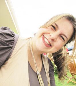 Mariana Comemora aniversário dia 22 de agosto, Mariana Ribeiro Brunherotti Pereira, casada com Ricardo Alves Pereira. Ela recebe os parabéns do esposo, dos filhos João Pedro e Luiza, dos pais Sérgio Brunherotti e Maria Lúcia Ribeiro Brunherotti e da irmã Fabiana Ribeiro Brunherotti