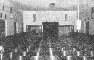 Foto de 24 de dezembro de 1949, do auditório da ZYK-8 Rádio Cultura de Ituverava, que era um dos mais modernos da região e contava com um palco amplo, auditório com poltronas de madeira – usual na época –, com modernas caixas de som e excelente acústica, duas salas de sonoplastia e várias outras dependências. A Rádio Cultura de Ituverava, que era de propriedade dos irmãos Michel, Dib e Jorge Nunes, que era o gerente, era instalada à Rua Cel. José Nunes da Silva, onde é hoje o consultório do dentista Dr. Jesus Bento Anunciação