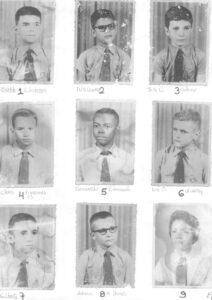 """Alunos do Curso de Aplicação, da turma de 1960. O Curso era uma extensão do Instituto de Educação """"Cap. Antônio Justino Falleiros"""". (1) Oswaldo Galvão Anderson, (2) Luiz Sérgio Corona, (3) José Carlos Colani, (4) Clóvis Figueiredo, (5) Florisvaldo P. Conceição, (6) Luiz O. de Oliveira, (7) Gilberto Rodrigues dos Santos, (8) Ademir M. Barros, (9) não identificada"""