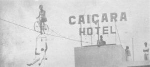 No dia 25 de novembro de 1962, um casal de alemães promovia um espetáculo impar para a época, que era exibido em vários países. Peter Rahinger e a esposa Marion Schneider, cruzaram da Caixa D'água ao topo do prédio do Caiçara Hotel (hoje Domus Hotel), em uma bicicleta que levava um trapézio