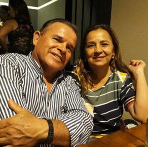 Clézio Comemorou aniversário, dia 2 de abril, o empresário Clézio de Paula Galdiano, proprietário do Hotel Marajoara. Ele recebe os parabéns da esposa Rosângela Bugalho Galdiano, dos filhos Danilo Bugalho Galdiano e da namorada Karol Buss e Lesliene Bugalho Galdiano, casada com Ricardo Dorascenzi, das netas Alice e Helena, dos familiares e amigos