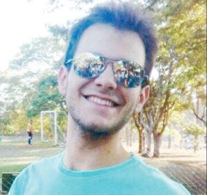 João Gabriel  Comemorou aniversário, dia 3 de abril, o jovem João Gabriel Peres de Paula Barbosa Macedo. Ele recebe os parabéns dos pais Dr. Márcio Barbosa Macedo, Delegado de Polícia e Rosângela Maria Peres de Paula, professora, do irmão Márcio II, dos familiares e amigo