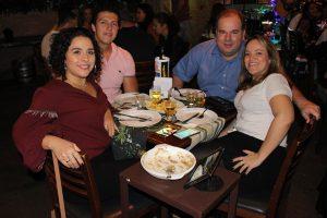 Caio Lopes e a noiva Ana Cláudia  Santos, Antônio Eugênio Pandolfi  e a namorada Luciana Bernardes