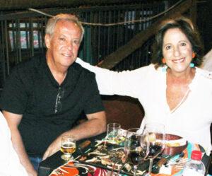 Rafael e Simone Comemoraram 40 anos de casados, Bodas de Esmeralda, dia 1º de dezembro, Rafael Ferreira da Silva e Simone Chaibub Ferreira da Silva. Eles recebem os parabéns do filho Lucas Chaibub da Silva, dos familiares e amigos