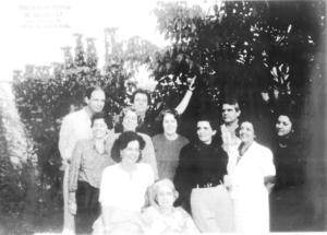 """Foto de 13 de maio de 1970, da família Nogueira na comemoração dos 80 anos da  matriarca, Irma Ferreira Nogueira (in memoriam), viúva de Daniel Nogueira. (1) Irma Ferreira Nogueira, e os filhos, (2) Gilda Nogueira, (3) Maria do Carmo Nogueira (""""Tatau""""), (4) Maria Irma Nogueira Silva, (5) Elora Nogueira Ignácio, (6) Carmem  Marília Nogueira Macedo, (7) Vânia Nogueira (in memoriam), (8) Daniel Nogueira Júnior, (9) Maria Auxiliadora Nogueira Bombig, (10) Luiz Sérgio Nogueira e  (11) Fernando Nogueira<br>"""