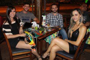 Júnior Sarreta e a namorada  Daniele Oliveira e William Cintra e a namorada Jéssica Soares