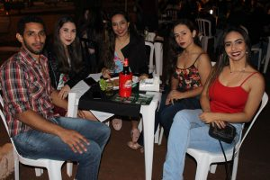 Ítalo Rocha Espíndola e a namorada  Isabela de Oliveira, Isabela Rocha,  Gabriela Rocha e Ianca Rocha