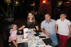Marcelo Sandoval Mauad/Tatiane e os filhos Marcelo Sandoval Mauad Filho e Isadora Lopes Mauad