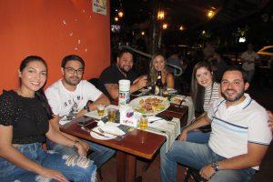 João Victor Okida/Ana Flávia Moreira, Paulo Okida com  a namorada Luana Maria, Renato Mota com a namorada Luciana Castro