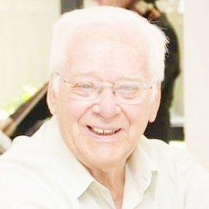 """Antônio Marino  Geraldo Neppelenbroek (""""Nepe"""")  Faleceu ontem, sexta-feira, 3 de julho, aos 91 anos, o professor Antônio Marino Geraldo Neppelenbroek (""""Nepe""""), que por muitos anos foi diretor da Faculdade de Filosofia, Ciências e Letras de Ituverava. Ele era casado com a professora Jacyra Abrahão Neppelenbroek (in memoriam) e sãos seus filhos   o médico Gustavo Antônio Neppelenbroek e a dentista Karin Hermana Neppelenbroek, casada com André Turini e neto Antônio Neppelenbroek"""