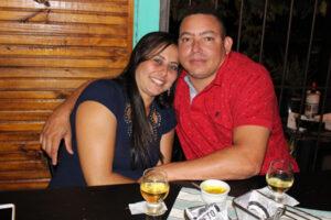 Adauto Júnior e a namorada Roberta Marsola