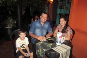 Adriano Veronez/Jéssica Tavares e o filho Pedro Veronez