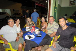 Ernesto Machiori/Roseli Machiori e o filho Rodolfo Machiori, Enival Nascimento/Suely Neves e a filha Izabela Neves