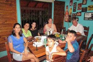 Samanta Francelin, Adrew Costa/Andréia Francelin, Camila Francelin, Luciana Francelin,  e as crianças João Pedro e Pedro Augusto