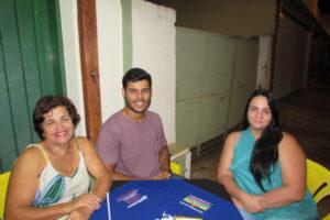 Ely Inácio do Santos, o filho Gabriel do Santos Leal e namorada Ana Laura Tavares