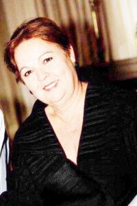 """MARIA DAS DORES (""""DODÔ"""")   Comemorou aniversário, dia 14 de agosto, Maria das Dores Alves Ferreira Azevedo (""""Dodô""""). Ela recebe os parabéns do esposo Carlos Alberto Inácio Azevedo, das filhas Vanessa e Natália, dos familiares e amigos"""