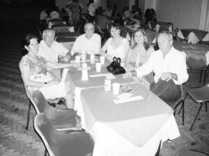 Foto do Acontece da Tribuna de Ituverava, da edição 2825, de 1º de maio de 2009, do Baile da Aleluia, promovido pela Associação Nipônica Ituveravense. O evento aconteceu no clube Kai Kan e foi abrilhantado pela Banda à Rigor: (1) Gercino Pistori/Lilian, (2) Ulisses Ribeiro dos Santos Júnior/Darci e (3) Aécio Vieira de Paula/Sílvia