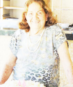 Ivone Completa 84 anos, dia 21 de setembro, a professora aposentada Ivone Vale de Almeida. Ela recebe os cumprimentos das filhas, genros, netos, bisnetos, familiares e amigos