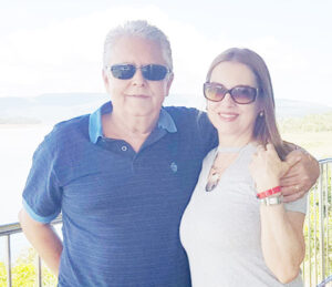 ANTÔNIO SÉRGIO Comemora aniversário, dia 29 de outubro, o médico e vereador Antônio Sérgio Cardoso Teles. Ele recebe os parabéns da esposa, a empresária Viviane Silveira Telles, dos filhos Maurício Silveira Telles, que é médico e Marina Silveira Telles, da neta Anita Silveira Telles, dos familiares e amigos